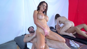 Brazzers Exxtra: Hairy pussy and tanned Nikki Benz massage