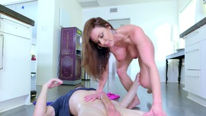 RealWifeStories: Kendra Lust is really bubble butt MILF