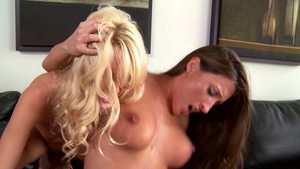 Teens Like It Big: Lizz Tayler in company with Erica Fontes