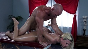 Dirty Masseur: Oil blowjobs in company with Jessie Volt