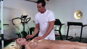 Dirty Masseur: Trimmed pussy Riley Evans gaping porn