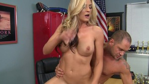 MILFs Like It Big: Shaved Sindy feels up to getting a facial