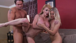 MommyGotBoobs: Taylor Wane goes for fingering