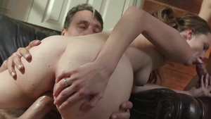 HotWifeXXX: Samantha Hayes exposing natural tits